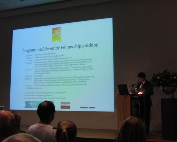 Joost Schokkenbroek spreekt tijdens de presentatie van de fellows