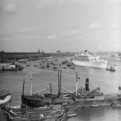 Na bijna 7 jaar komt de Oranje voor het eerst terug in Amsterdam, 19 juli 1946.